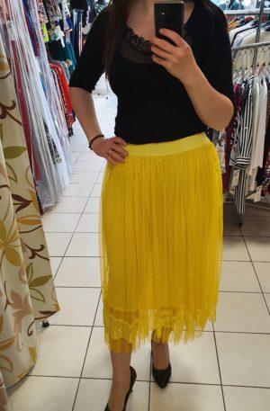 Žltá šifónová sukňa s čipkou po okrajoch